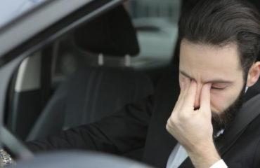 zmęczony-mężczyzna-za-kierownicą-może-cierpieć-na-bezdech-senny.jpg